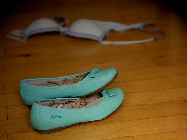 Dámske topánky, podprsenka.jpg
