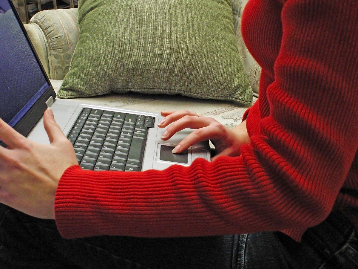 notebook, červený sveter