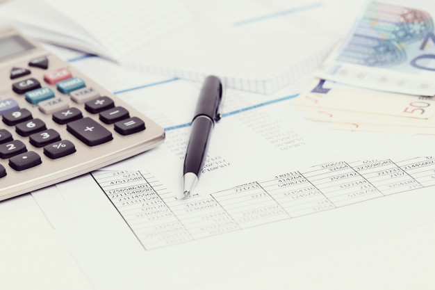 office-with-documents-money-accounts_144627-33571