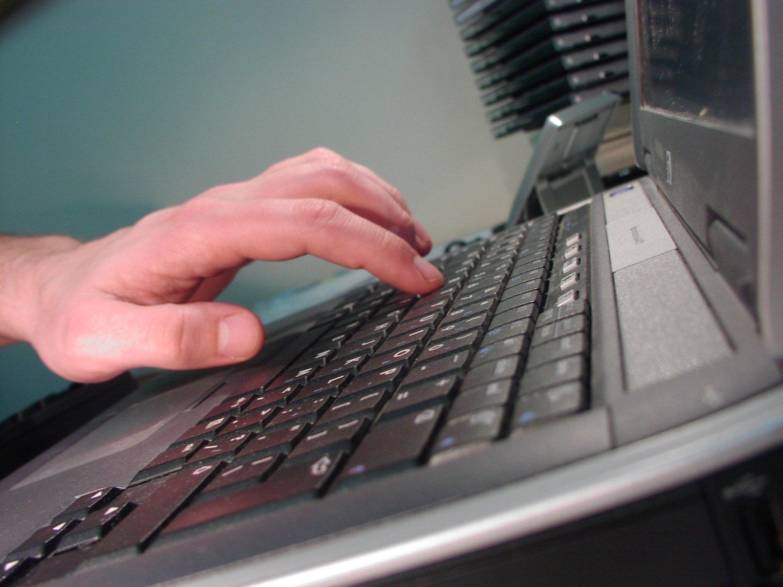 ruka, klávesnica